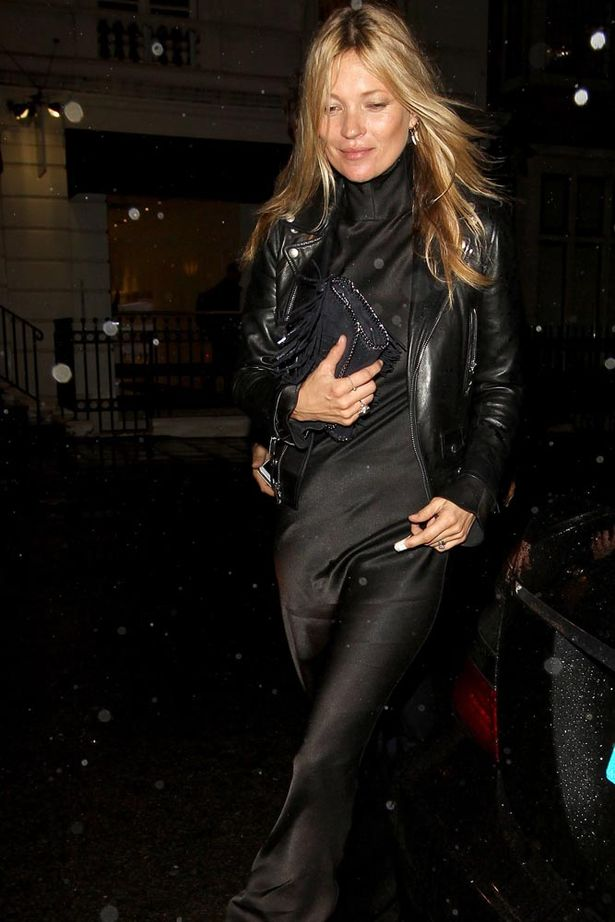 Kate-Moss-and-Jamie-Hince-arriving-for-a-fashion-show