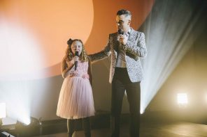 Robbie Williams surprise performance with fan