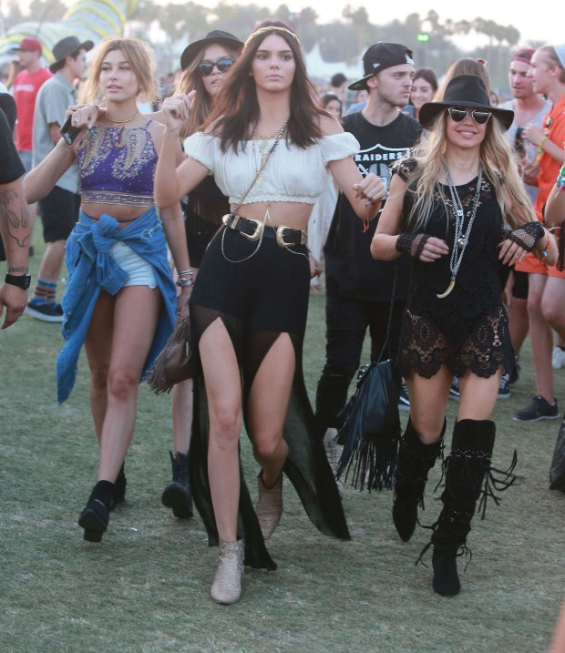 Kendall-Jenner--2015-Coachella-Music-Festival-Day-2-in-Indio-21-620x717