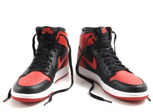 nike_air_jordan_1_retro_og_black_varsity_red_2