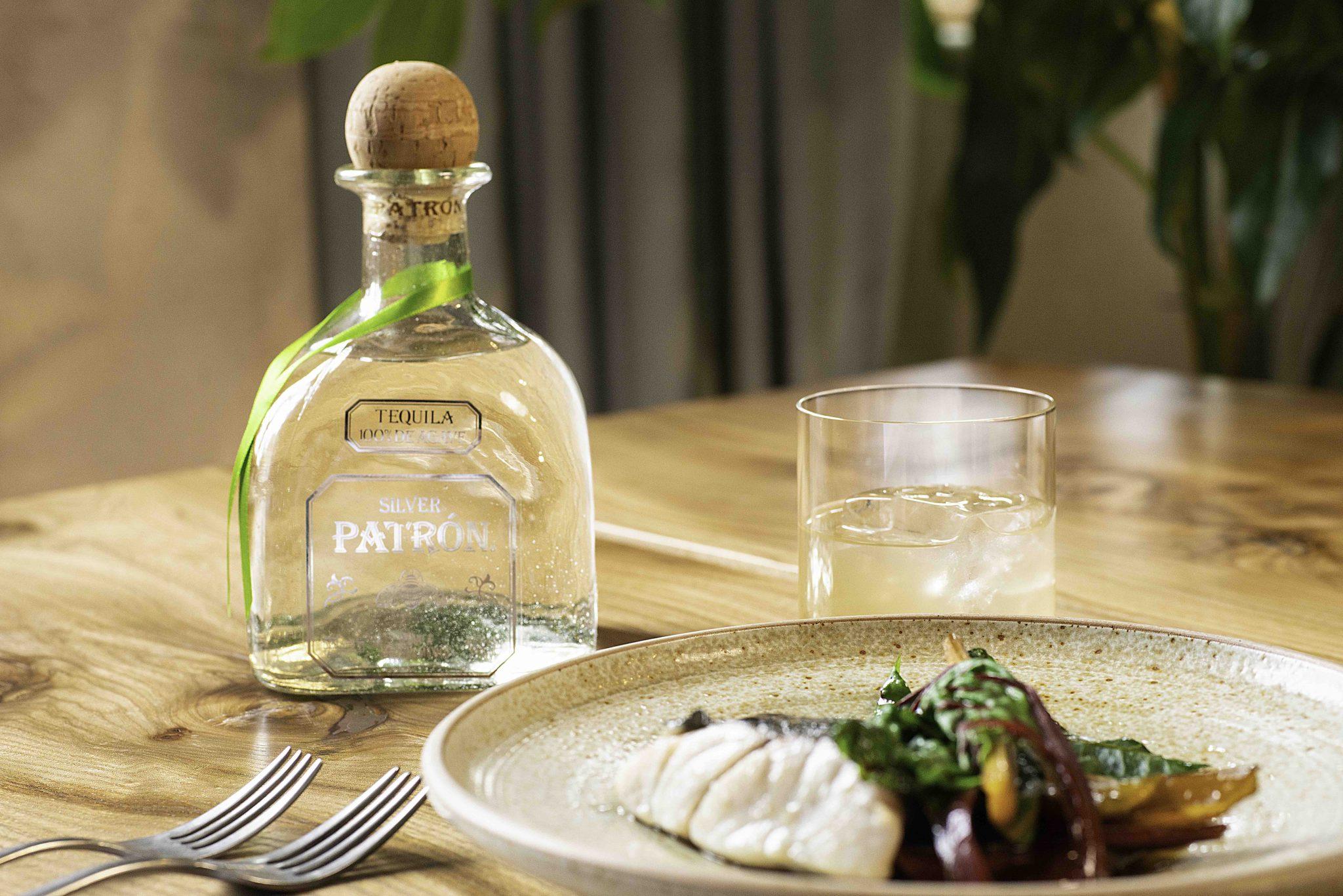 Patrón Apple Earth, Silver bottle and main dish