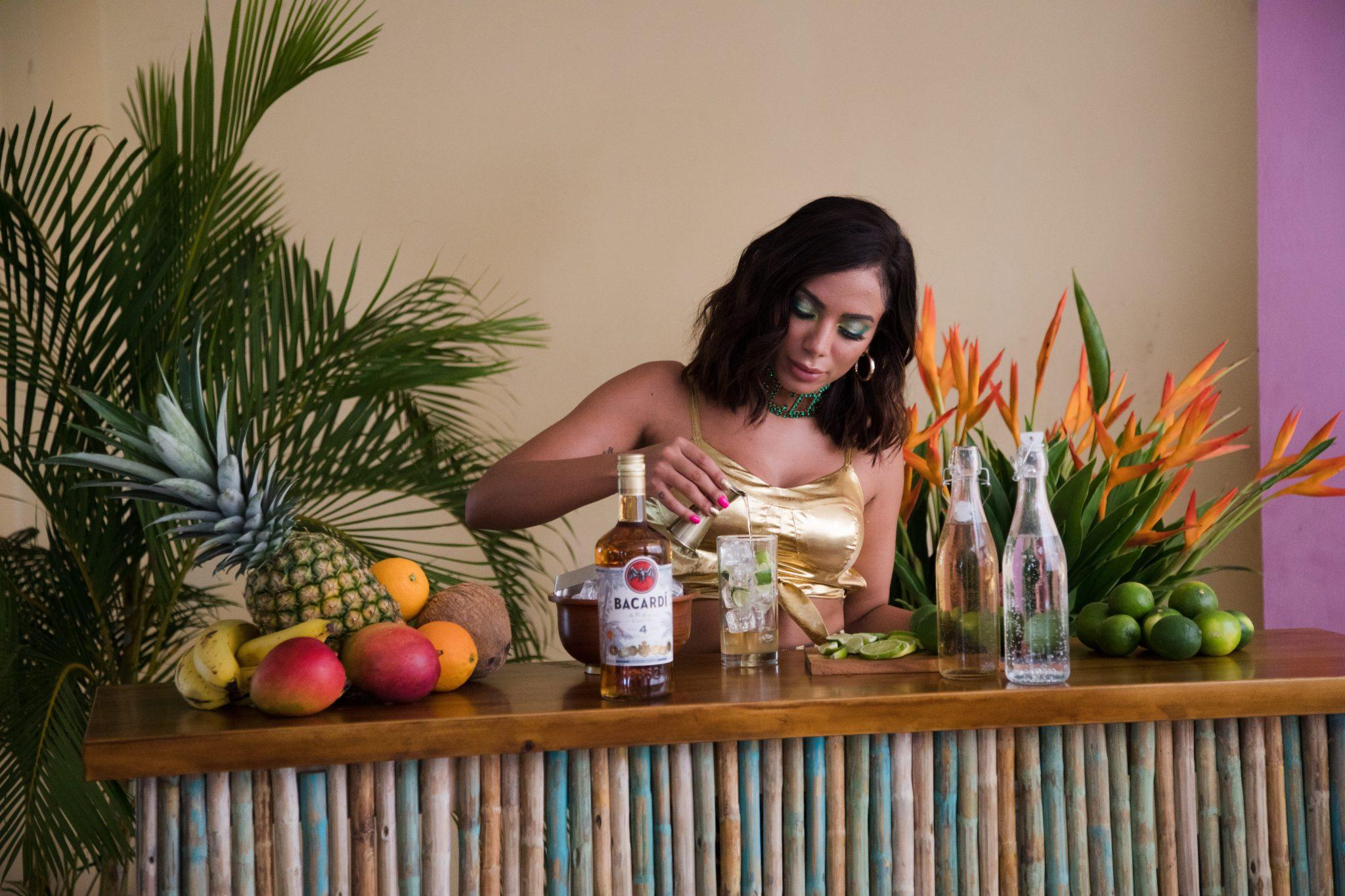 Anitta Mixing BACARDI (1)
