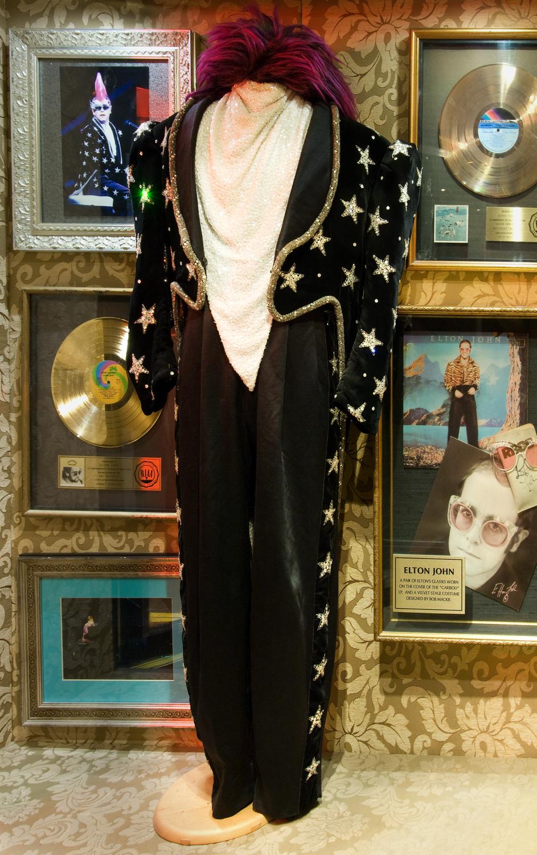 Elton John - Outfit_Troubadour