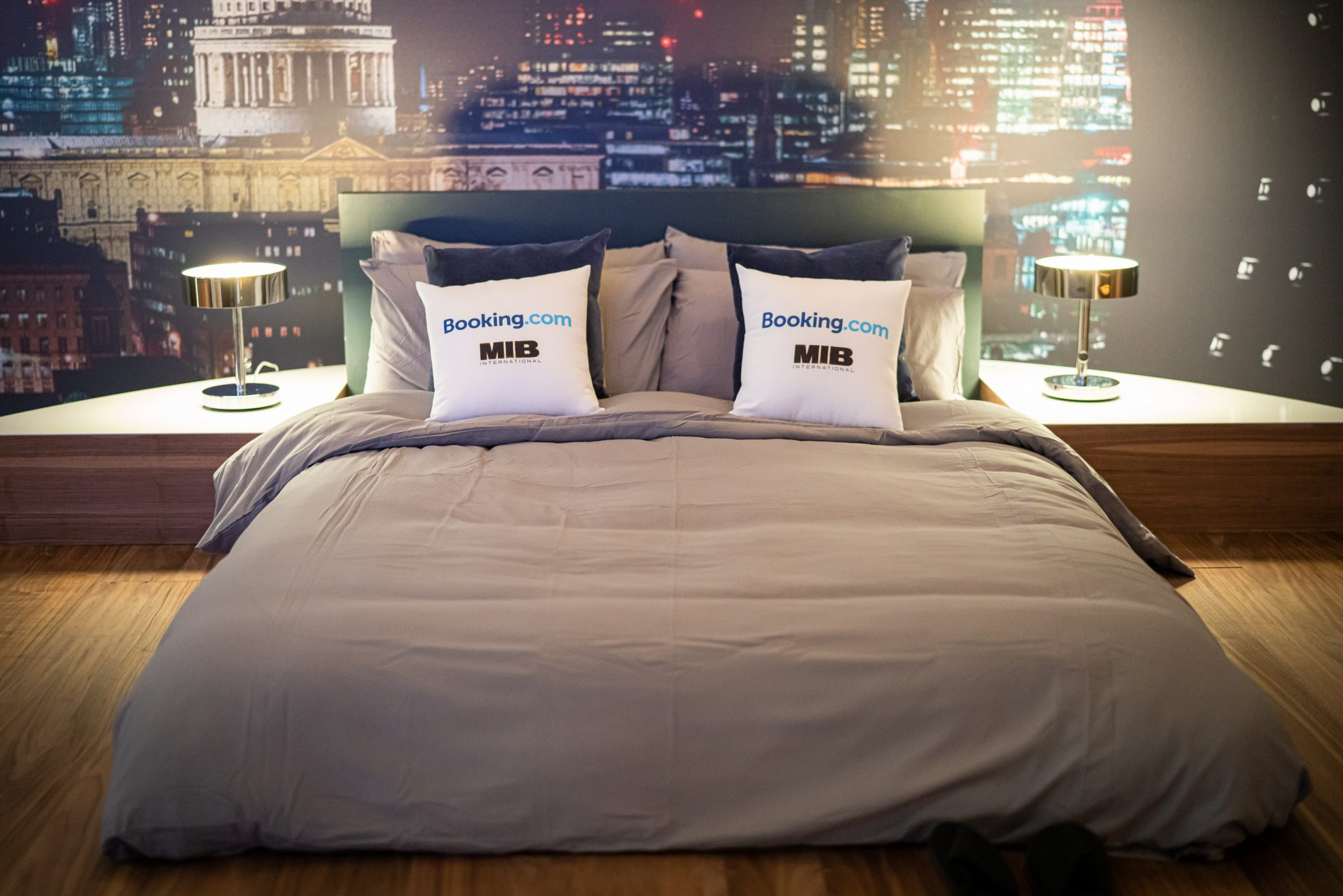 Men in Black HQ Bed