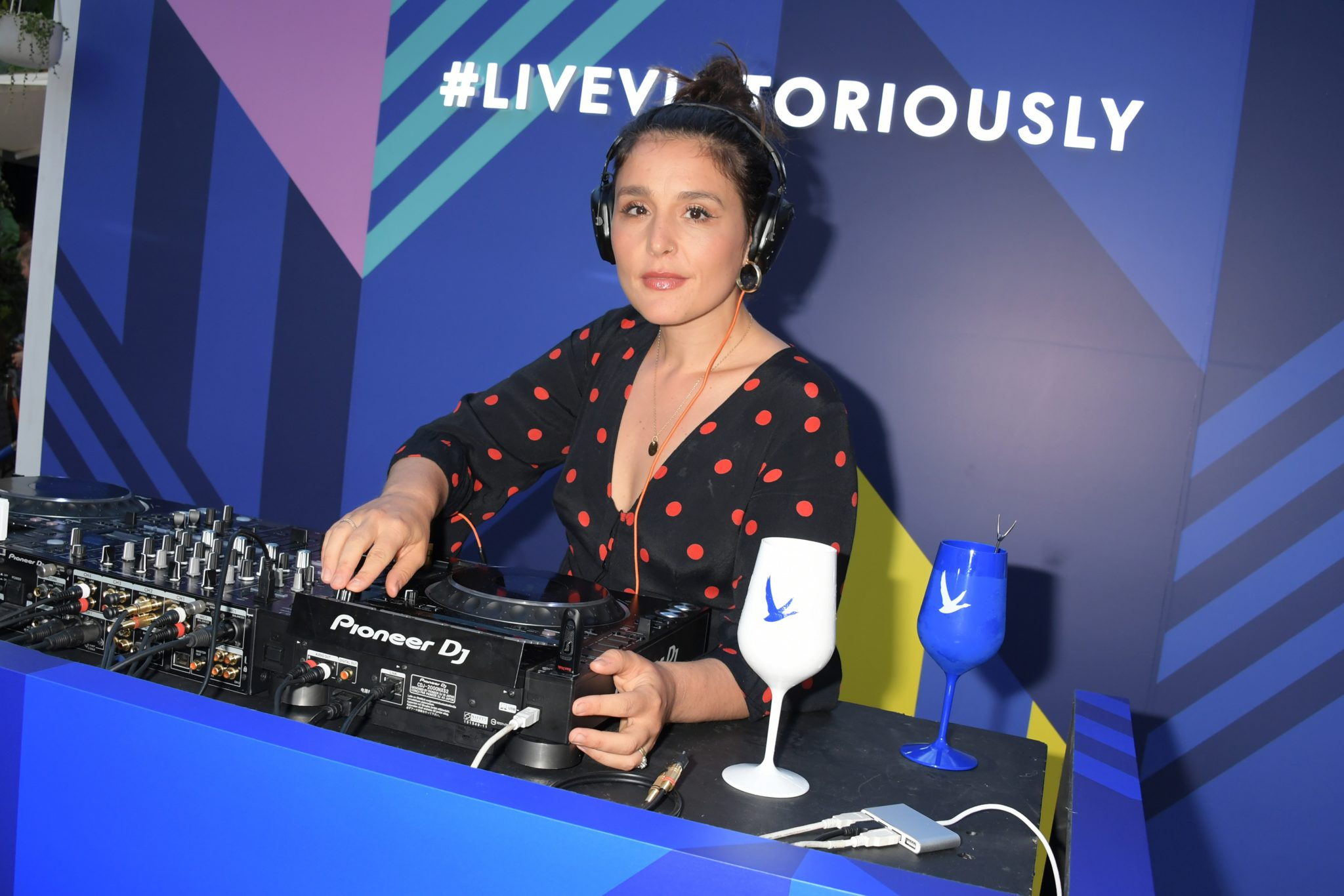 LONDON, ENGLAND - JULY 29:   Jessie Ware performs a surprise DJ set at the launch of the 'Live Like Summer Never Ends' Terrace by GREY GOOSE in Covent Garden's East Piazza on July 29, 2019 in London, United Kingdom.   Pic Credit: Dave Benett