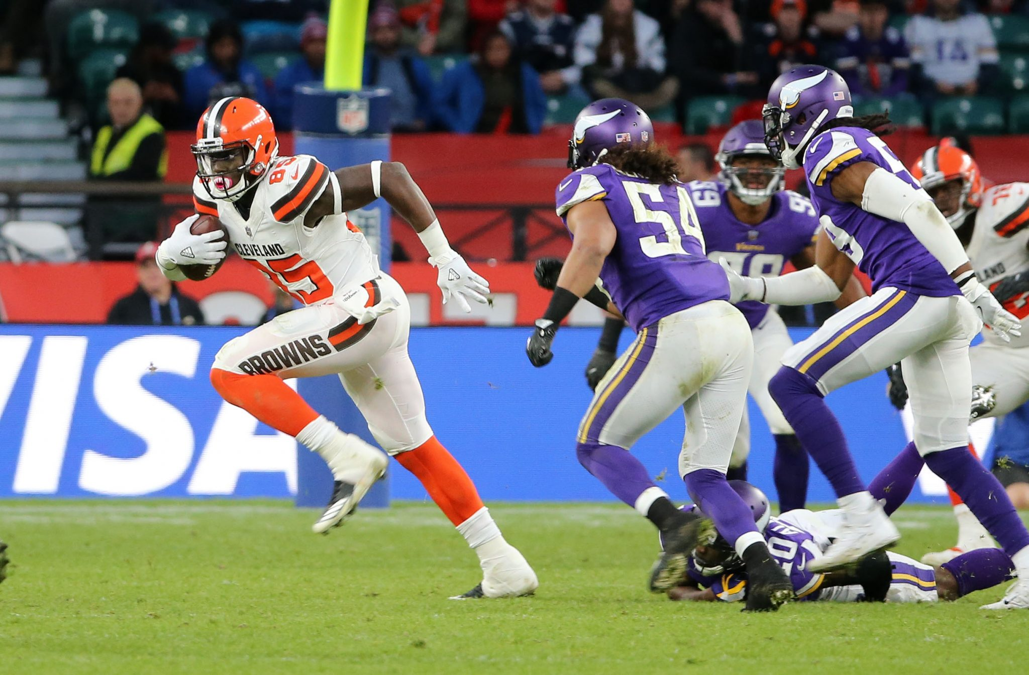Cleveland Browns tight end David Njoku  (85). Cleveland Browns and the Minnesota Vikings  play in the NFL London Games at Twickenham Stadium in London on Sunday, October 29. photo: Olvier Ryan/ NFL