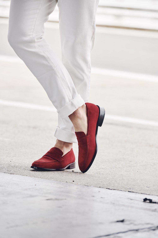 SHOE ON LEG-498