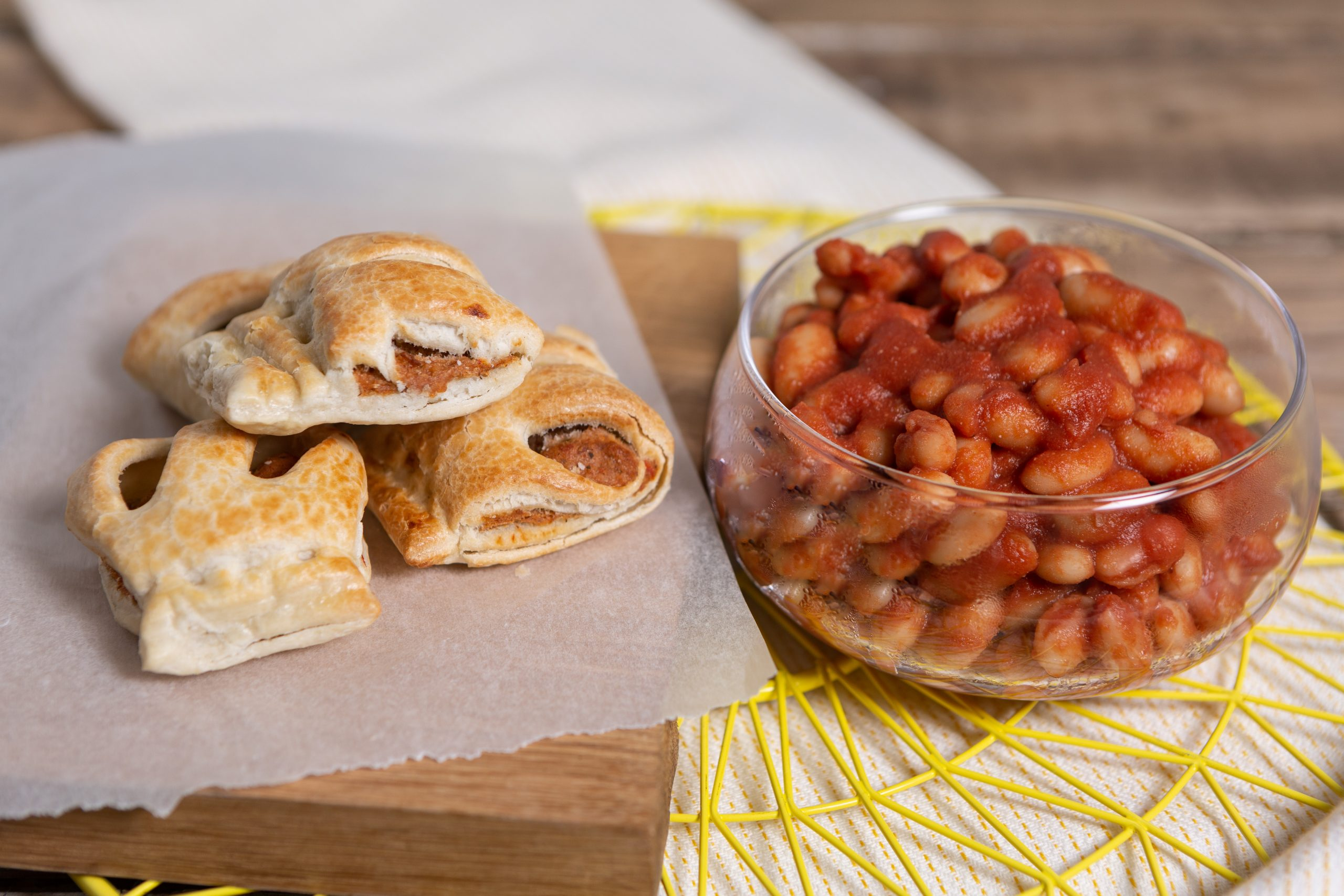Wall's Pastry_Smoky baked beans with vegan sausage rolls_2